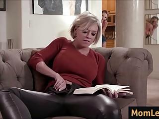 Mature Mom fucks young Daughter