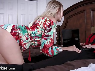 Best Friends Cougar Mom is Famished be advisable for My Cock!