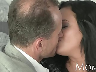 MOM Bored housewife desperately needs a cadger roughly cum inside their way