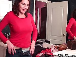 Soccer mom with perishable pussy masturbates in pantyhose