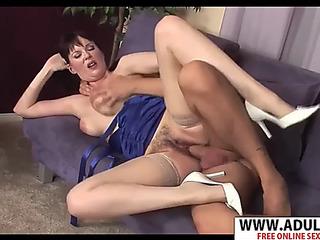 Juvenile mommy tina tyler gives blow job well sentimental sham son