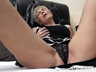 Mature mom in 50 euros to fuck a young boy