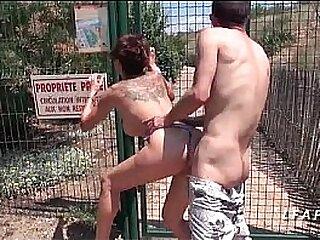 Mature francaise aux gros seins defoncee et facialisee en public